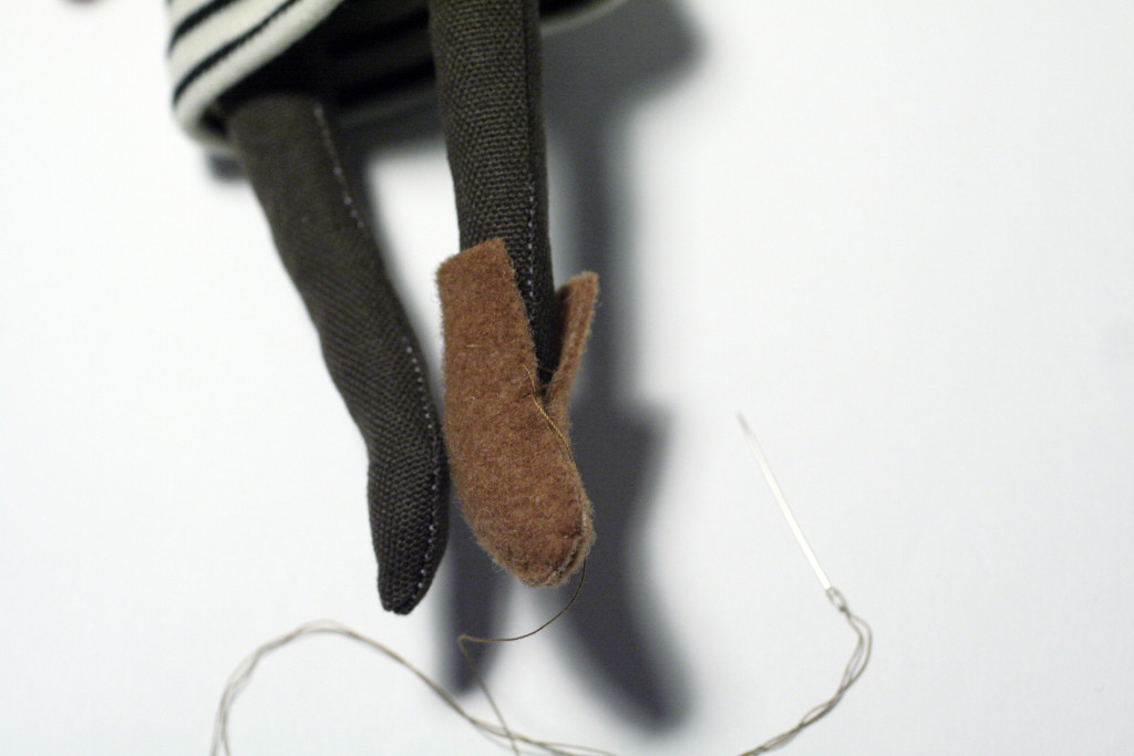 clothes tutorial - bear shoes