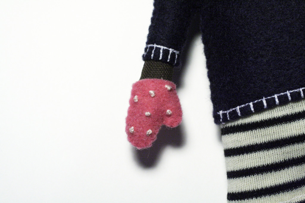 clothes tutorial - bear's polka dotted gloves