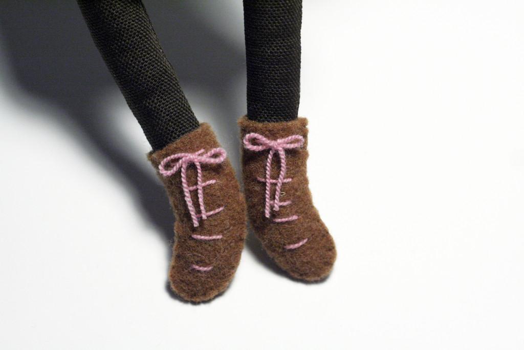 clothes tutorial - bear shoes detail