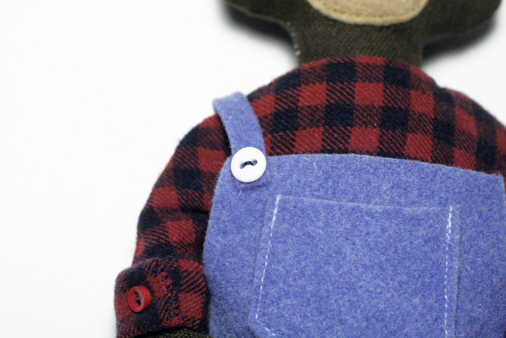 clothes tutorial - bear overalls detail