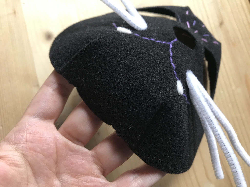 Tutorial felt Black Cat mask - step 10
