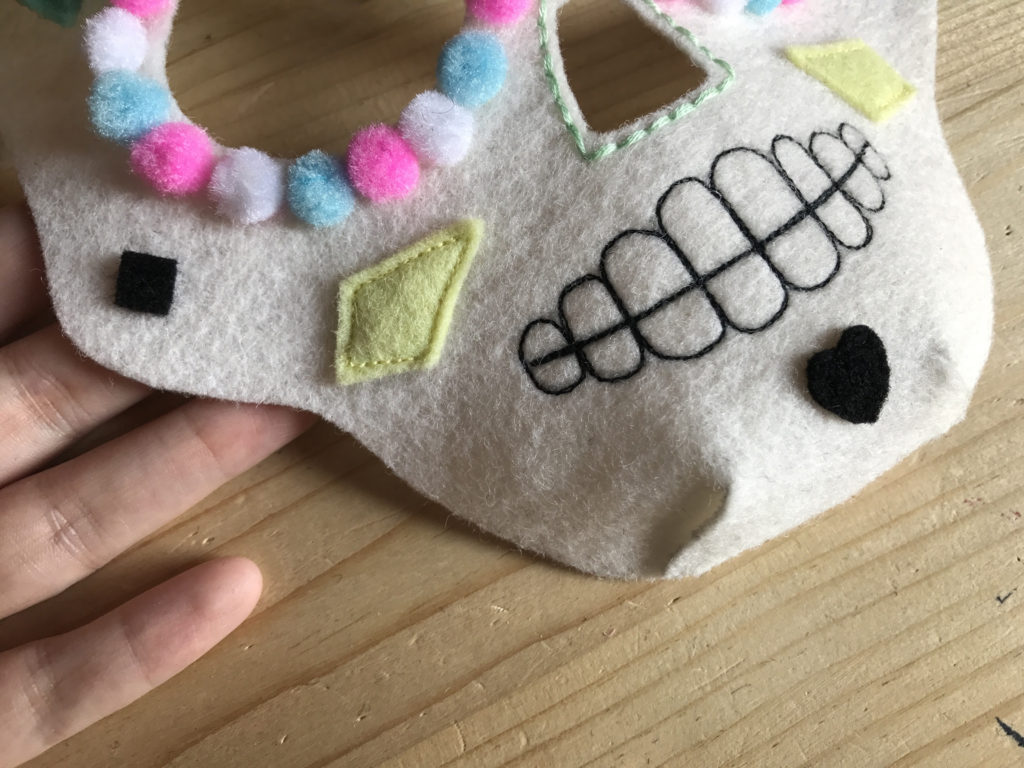 Tutorial felt Mexican Skull mask - step 10