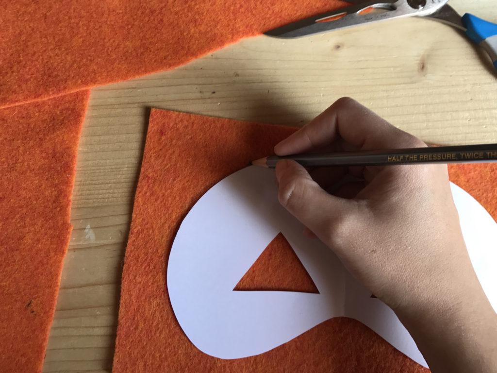 Tutorial felt pumpkin mask - step 1