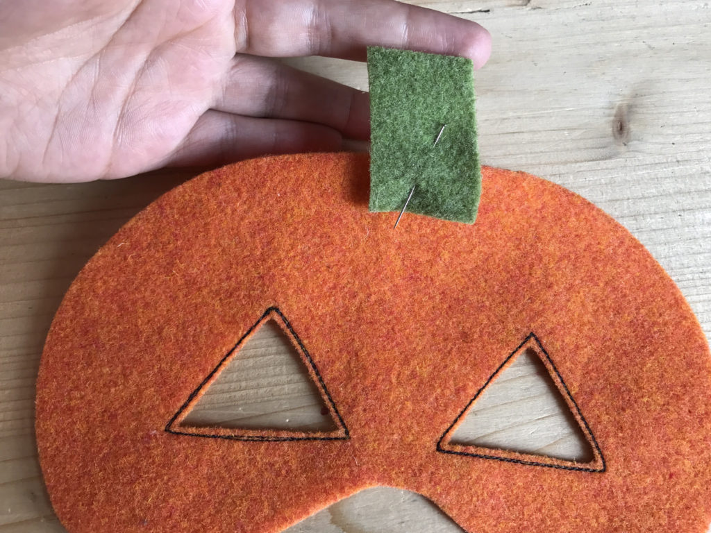 Tutorial felt pumpkin mask - step 3