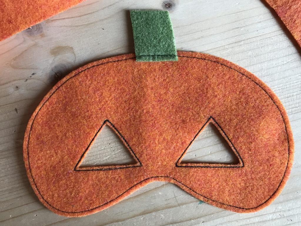 Tutorial felt pumpkin mask - step 4