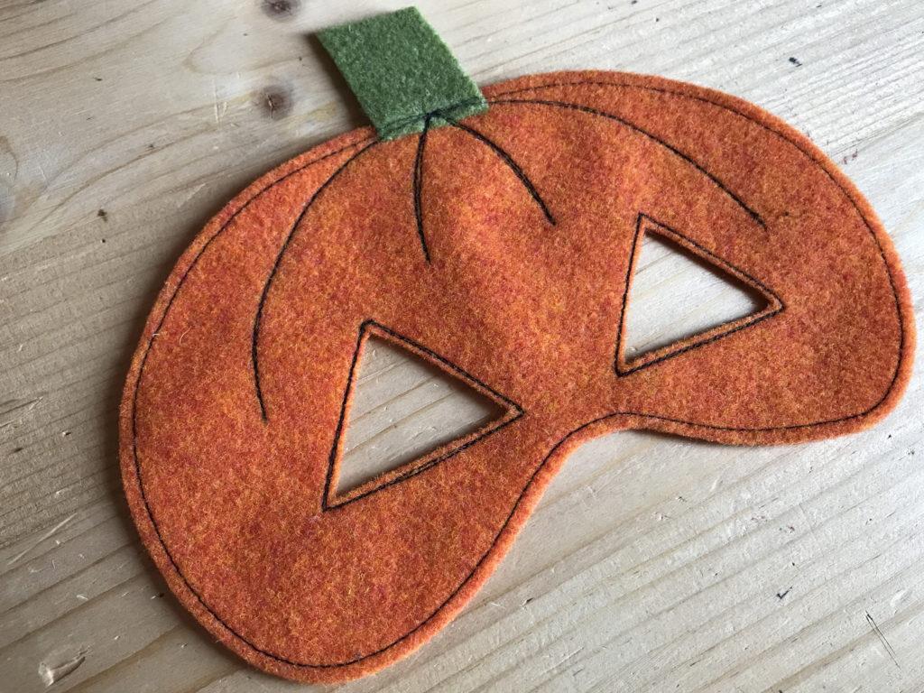 Tutorial felt pumpkin mask - step 5