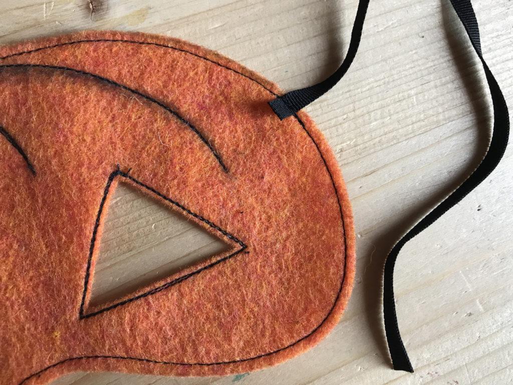 Tutorial felt pumpkin mask - step 6