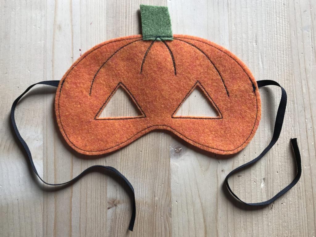 Tutorial felt pumpkin mask - step 7