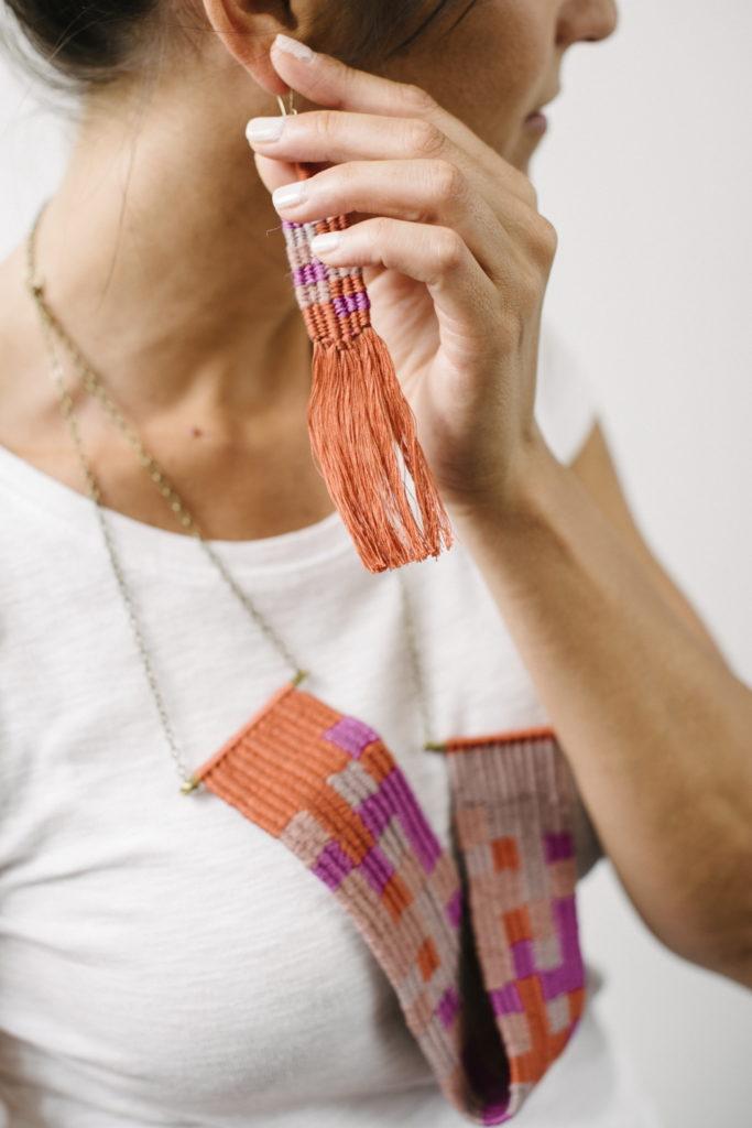 gioielli tessili con filato in lino