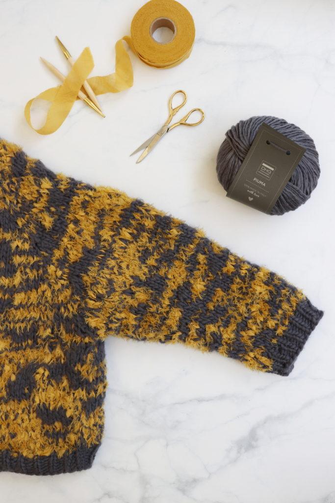 Piuma yarn and wool etamine ribbons for a super soft jacket