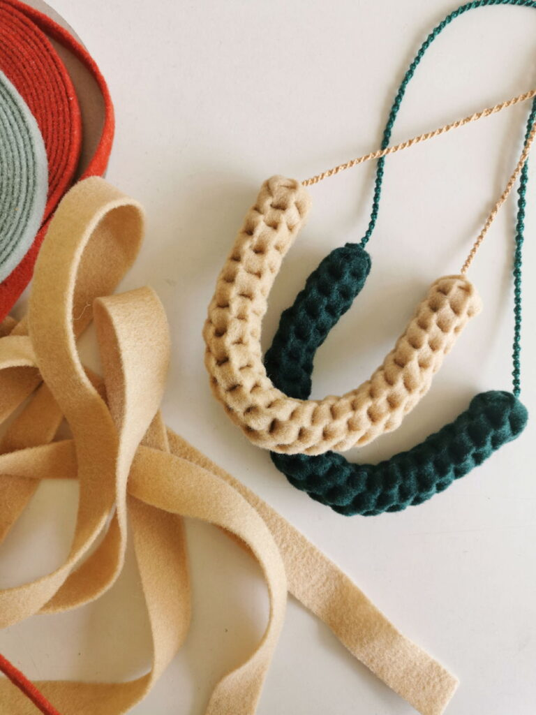 macramé necklace with felt ribbons