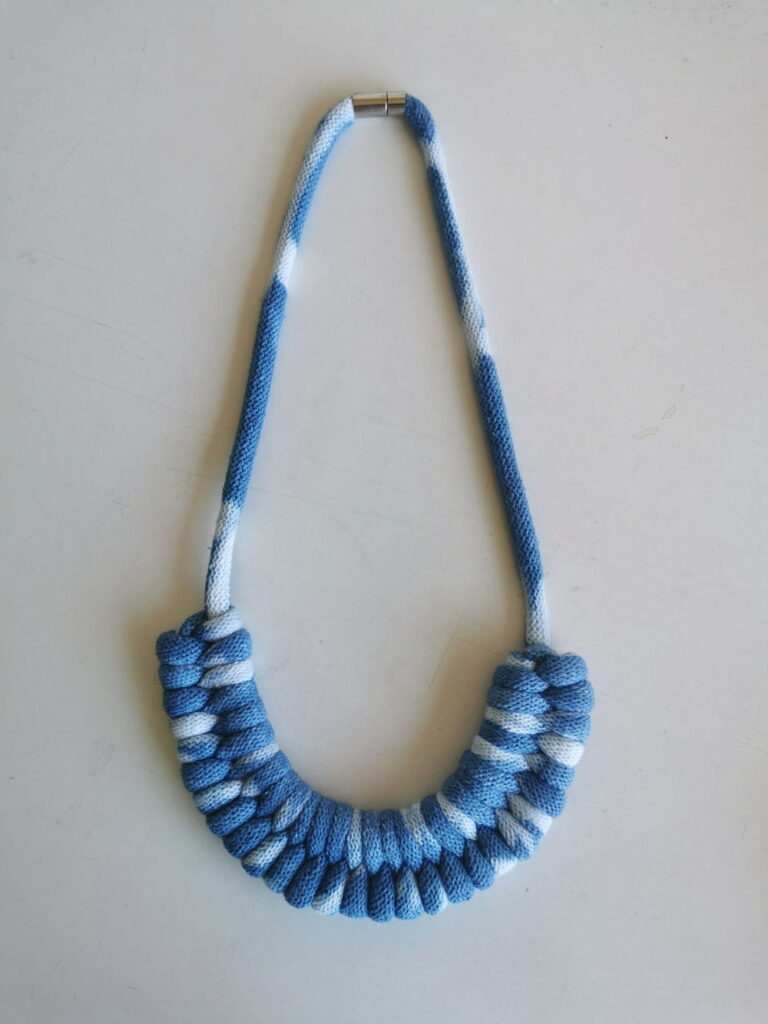 necklace with yarn dyed with Indigo