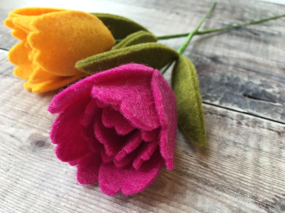 Yellow tulip - felt tutorial
